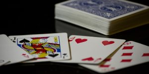 Blackjack: wat is de rol van de dealer aan tafel?